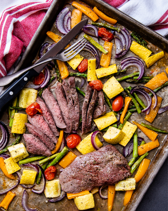 Low carb recipe for sheet pan steak and vegetables.